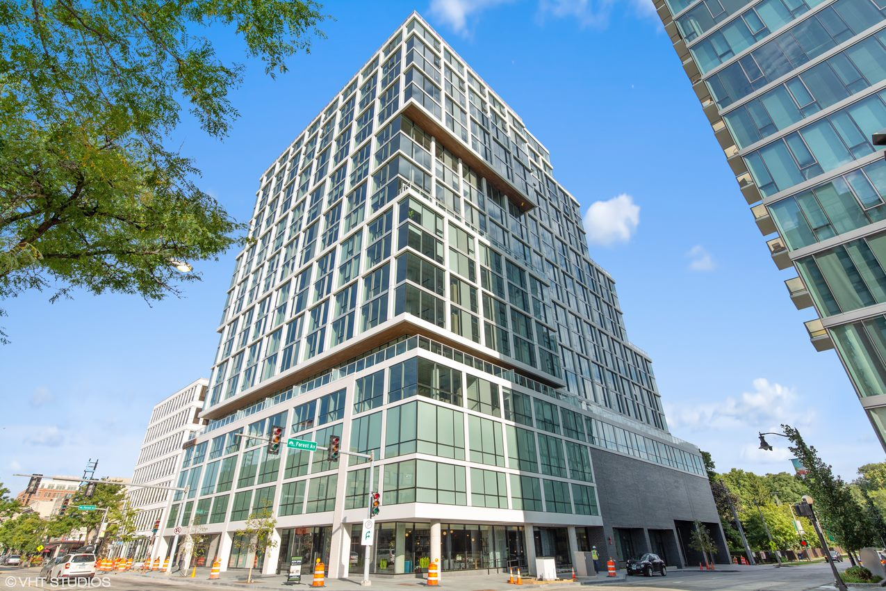 Albion Residential Completes First Branded Luxury High-Rise Apartment Development in Illinois